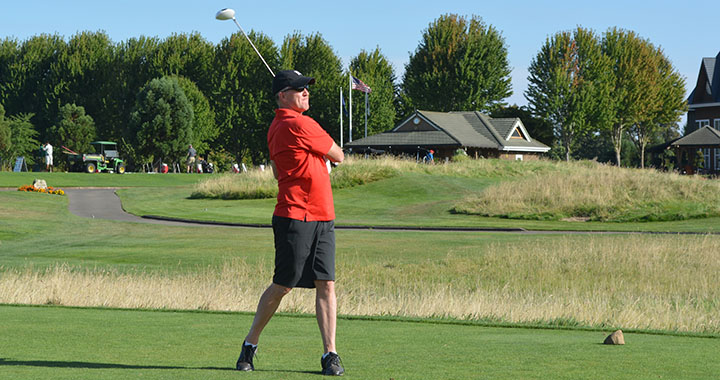 Dave tees off (2015 WCCA golf 25-Aug) WEB